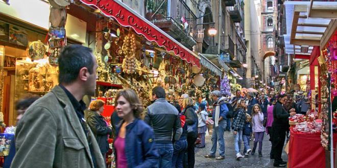 Matrimonio A Natale Napoli : Natale a napoli iniziano i preparativi lacapera