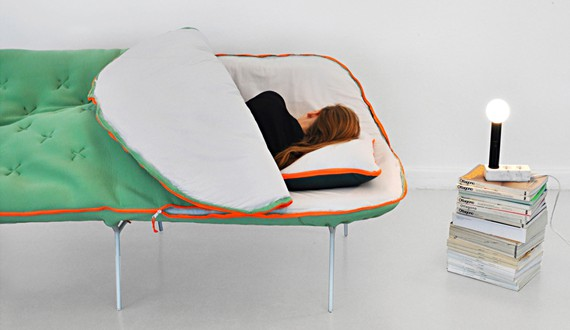 Il divano sacco a pelo un letto da campeggio e da salotto inciuci su napoli - Letto da campeggio ...
