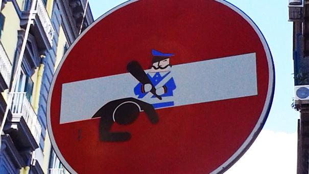 A Napoli i segnali stradali diventano opere d'arte